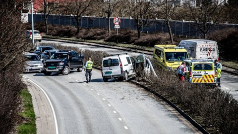 Politi opg ambulanse jobbet på stedet i lang tid etter ulykken.