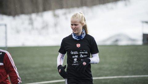 GOD: Narvik-jenta Katrine Winnem Jørgensen blir trukket fram som en av vårens beste spillere i Toppserien etter sin innsats i Medkila-drakten.