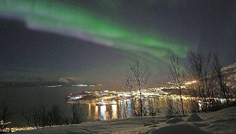 Bærekraftig: Svalbard har allerede skaffet seg retten til å bære merket bærekraftig i forhold til sin besøksnæring. Nå skal åtte kommuner i Narvikregionen starte jobben for at turistene som kommer skal vite at det jobbes for bærekraftige løsninger under nordlyset også her. Foto: Fritz Hansen