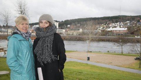 VIL HA INNSPILL: Hilde Nygaard, rådgiver i kommunens utviklingsenhet (til venstre) og Zorana Markovic, reguleringsarkitekt i teknisk forvaltning i Kongsvinger kommune, inviterer alle interesserte til folkemøte i Rådhuset mandag ettermiddag om hvordan det bør se ut på Stasjonssida i framtida. FOTO: PER HÅKON PETTERSEN