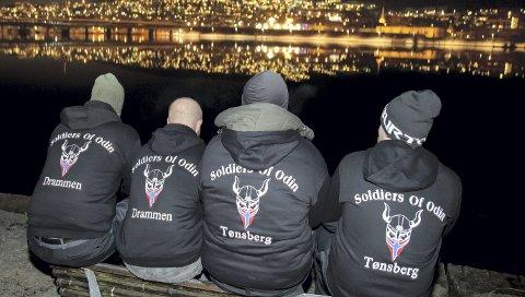 PATRULJERTE GATENE: Selvjustisgruppa Odins Soldater, eller Soldiers of Odin, patruljerte gatene i flere norske byer i fjor – som her i Drammen. Turen til Kongsvinger endte i rettssak – og nå har gruppa fått medhold i at de ikke kan jages bort fra gatene bare på grunn av logoen.Foto: Heiko Junge / NTB scanpix