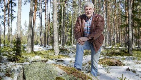 SLUTT: Vi må tilbake til 1975 for å finne ei nominasjonsliste for Eidskog Arbeiderparti uten Ivars Skulstads navn. Til høstens valg er han heller ikke oppført, og dermed er ringen sluttet. – Mange blir nok glade for at jeg gir meg nå, sier han etter 40 år sammenhengende i kommunestyret.FOTO: OLE-JOHNNY MYHRVOLD Foto: Ole-Johnny Myhrvold