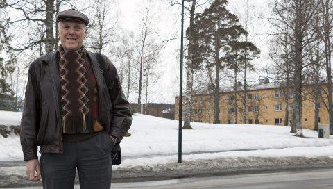 KLAR FOR NY PERIODE: Thor T. Ringsbu (78) topper KrF-lista i Kongsvinger enda en gang, og sier han er motivert for en ny periode som folkevalgt. En av sakene han har engasjert seg i er motstand mot å bruke deler av Byparken (området bak) til sentrumshotell.