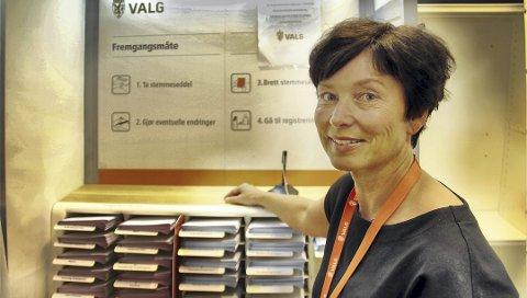 ØKER: Det har vært en jevn strøm av velgere som vil forhåndsstemme, og det har økt for hver uke, sier ansvarlig for forhåndsstemmingen i Kongsvinger, Karin Teigum Arnesen.FOTO: SIGMUND FOSSEN