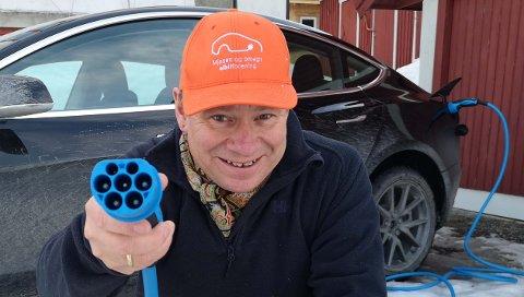 Leder i Innlandet elbilforening, Eivind Falk, registrerer med glede at flere utfartssteder er i ferd med å legge til rette for lading av elbil.