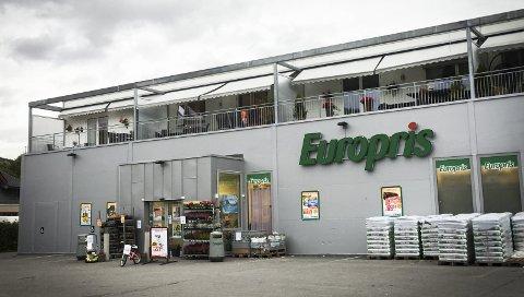 SELGES: Europris i Brandbu ble bygget i 2009. Nå er butikklokalet til salgs for 15,9 millioner kroner.