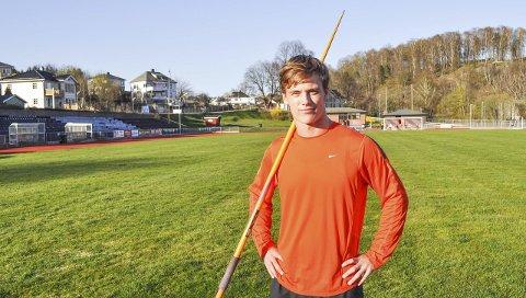 Klar for sesongdebut: Alexander Skorpen gleder seg til sesongstarten i friidrett. Første stevne er her på Halden stadion 5. mai. begge foto: kristian bjørneby