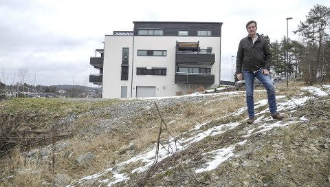 Bra salg: – Det er stor interesse for Augustaborg III. Prosjektet består av 13 leiligheter fra 79 til 148 kvadratmeter. Den største og dyreste er solgt for 6,2 millioner kroner, sier megler Jan Erik Bakke i DNB Eiendom i Halden.Foto: Jan Erik Sørlie