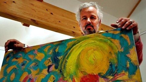 HJEM: Det å komme til Rød Herregård med sin malerier føles som å komme hjem for Ari Behn. Foto: Ellen Johannessen
