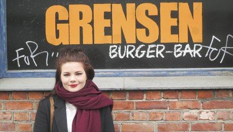 Burgerqueen: Emilie Langbråthen utenfor sitt eget spisested.