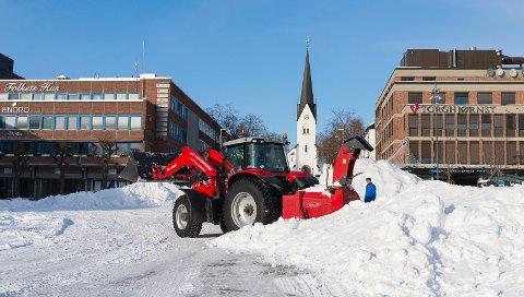HER BLIR DET LIV: Forberedelsene til Hamar Vinterfest startet opp allerede på tirsdag.