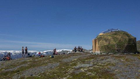Kuppelteltet: Kuppelteltet er av typen «Artic Domene» og har plass til 16 personar. Teltet er sett opp på Endenut og er i hovudsak til den nye turen «Trolltunga Sunset» som går i den nye Via Ferrata-traseen opp til Endenut. Foto: Trolltunga Active