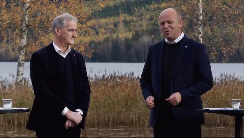Etter lang tids forhandlinger la de to partiene onsdag fram politikken de har blitt enige om utenfor Hurdalsjøen Hotell.