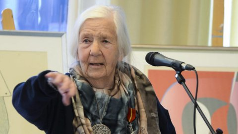 Dordei Nesheim Raaen:  Engasjert som alltid. Her under takketalen etter å ha fått Kongens fortjenstmedalje i 2015, i sitt 94.år.Foto: Eli Lund