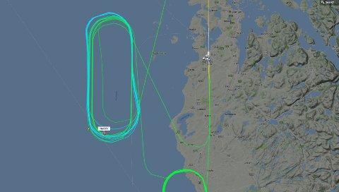 Skjermbilde fra flightradar24.com viser hvordan flyet har sirklet vest for Sola.