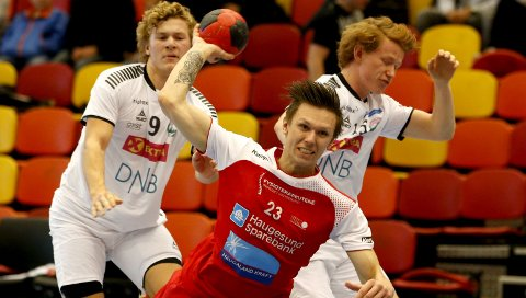 Olli-Pekka Korpimaki ble toppscorer for HHK med fem mål. Stian Røkke Øvrebø (bildet) scoret fire.