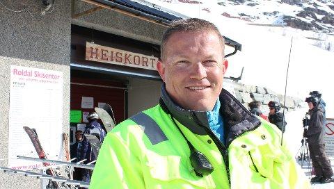 Oddvar Bratteteig i Rølda sier det ikke var forsvarlig å åpne skisenteret i dag.