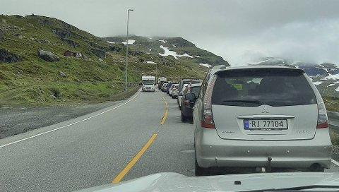 SOM I FJOR: Også i år blir trafikkavviklingen over Haukelifjell preget av kolonne, omkjøring, venting og stengt for kjøretøy over 3,5 tonn.