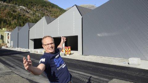 Skal drive den nye rema 1000-butikken: Morten Utne Pettersen, som i litt over to år har vært butikksjef for Power Odda, melder overgang til dagligvarebransjen og blir kjøpmann for den nye Rema-butikken i Odda. – Neste uke skal jeg på Rema 1000-skole, da blir det «bånn gass» med opplæring, sier  Pettersen. Foto: Ernst Olsen