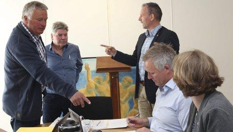 RAPPORTERING:  Peter Talseth (til venstre), Trond Johansen, Bård Anders Langø, Børge Toft og Siv Helen Sigerstad vil ha bedre rapportering fra barnevernet. Foto: Jarl G. Sandholm