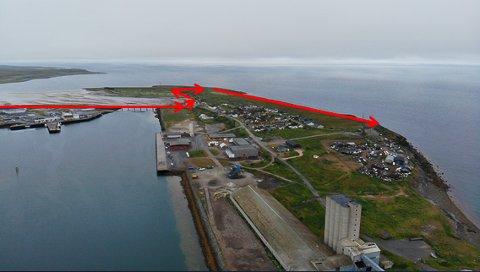 DRAPSMANNENS RUTE: Dette viser drapsmanens rømingsrute fra Vadsø og ut til Vadsøya.