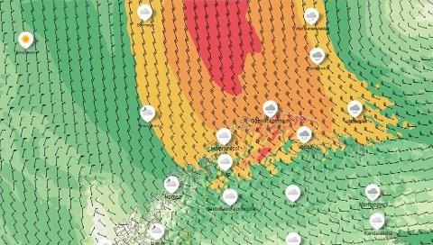 Det er meldt kraftig vind i hele Finnmark fra og med fredag. Slik ser det ut sent natt til lørdag (rødt er liten storm mens oransje er sterk kuling)