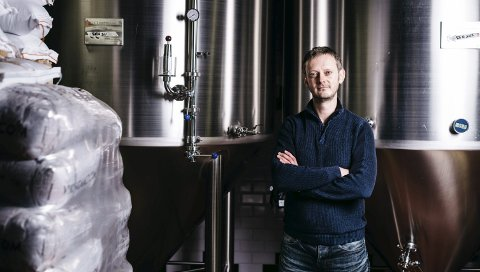– KRITISK SITUASJON: Erlend Vagnild Fuglum fra Hof er direktør i Bryggeri- og drikkevareforeningen. – Det haster med å få på plass politiske tiltak for å redde næringen fra en serie konkurser, sier han.