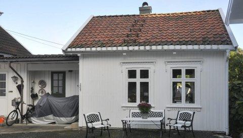 Tomt: Nok en gang er emaljeskiltene på husveggen til Thorleif Dahlgren i Kalstadkilen stjålet og husveggen står tom. Nå ber Dahlgren om publikums hjelp for å oppklare tyveriet.