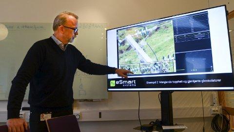 SMART: Direktør Geir Elsebutangen viser hvordan Kragerø Energi i framtiden kan overvåke strømnettet med droner.FOTO: NILS JUL LANDE