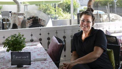 IKKE SOLGT: Nina Wessel, eier av Wesselgården i Kil, kan fortelle at stedet ennå ikke er solgt.