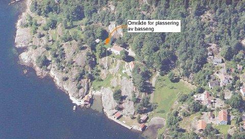Fotografiet viser hvor svømmebassenget er tenkt plassert på Tollefsens eiendom i Orebukta på Tåtøy.