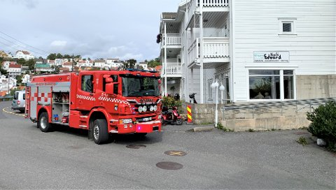 Kragerø brannvesen utenfor Seniorsenteret. Bildet ble tatt ved en tidligere utrykning.