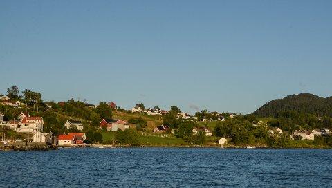 I store delar av dette området på Halsnøy har kommunen innført bygge- og deleforbod på grunn av faren for kvikkleireskred. No er eit hus til sals i området, men eigedomsmeklaren har ikkje opplyst om korkje kvikkleirefaren eller bygge- og deleforbodet.