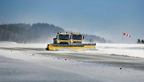 Mandag ble førerløse brøytebiler testet ut på Fagernes Lufthavn. Prosjektet er utviklet av Yeti Snow Technology, som eies av Semcon og Øveraasen, for den norske flyplassoperatøren Avinor.