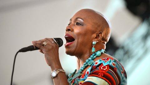 KARISMA: Dee Dee Bridgewater har en sjelden evne til publikumskontakt. Lørdag 4. juli synger hun i musikkteatret. Bildet er fra da hun gjestet festivalen i 2012.