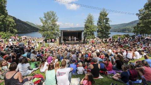 JORDBÆRFEST: I år – som i fjor – er det NRK Super-showet Barn ingen adgang som underholder på hovedscenen. Forestillingen er bare en av mange trivelige aktiviteter for hele familien under Jordbæreventyret.
