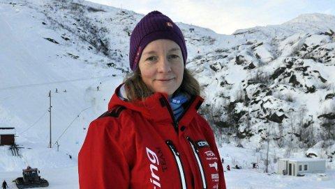 Uvanlig: Leder i Svolvær alpinklubb, Kjersti Eline Tønnessen Busch, sier det er uvanlig at alpinbakken er åpen midt i mai.