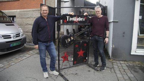 COMEBACK 1: Innehaver Ralph Bakken (til venstre) er godt fornøyd med at Petter Aas er tilbake for å skape nytt liv i Tivolikjeller'n. FOTO: PÅL ANDREASSEN