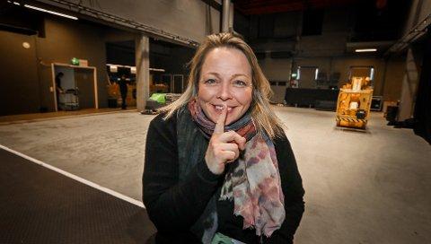 STILLE: Dampende disko, men ikke en lyd. Renate Holm på Verket Scene er klar for «silent disco».