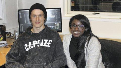 LAGER DOKUMENTAR: Ulrik Daus (19) og Haddi Samba (27) lager en dokumentar om unge som dropper ut av skolen.