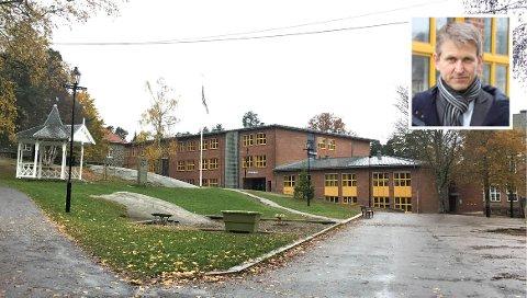 FORNØYD: – Vi ser at det fungerer ute og inne, sier rektor Christian Gulnes (innfelt) ved Nordstrand skole.