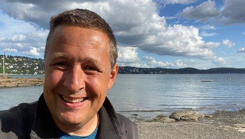 MILJØFREMSTØT: – Nullutslippsbåter løser problemene som MDG lokalt er bekymret for, sier Espen Andreas Hasle (KrF), her med Ljansbruket i fjern bakgrunn.