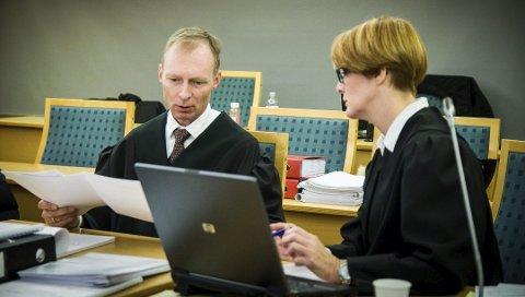 AKTOR: Statsadvokat Erik Thronæs var aktor i saken mot en ung mann fra Troms. Her sammen med kollega Hilde Stoltenberg i en annen rettssak.