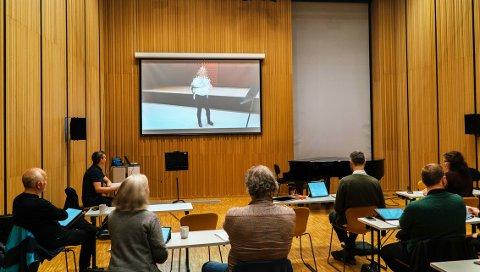 NYTT: Slik foregikk første runde i utvelgelsen av nye musikere til Arktisk filharmoni. Søkerne har, i stedet for fysisk å møte på provaspill, sent inn viseo av seg selv som spiller tre forskjellige snutter. Juryen vurderer deretter.