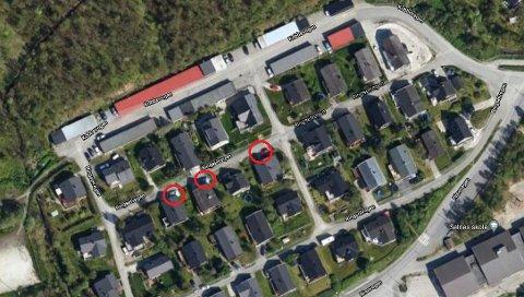 FLERE BILER: Flere i boligfeltet Ringselvegen parkerer utenfor huset. En praksis som har bredt om seg, mener innsender.
