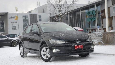 NYE STORE POLO: Vi tok ut nye Polo en skikkelig ufyselig vinterdag, men Volkswagen har vært ute en vinterdag før. Den store småbilen innfridde og gjorde jobben sin på utmerket vis.FOTO: ØYVIN SØRAA