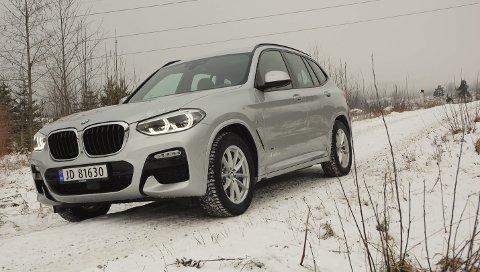 MOTORVEI ELLER KRØTTERSTI? Nye BMW X3 håndterer alle forhold med kraft og eleganse.FOTO: ØYVIN SØRAA