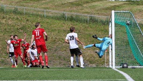 Jonas Imerslund Harefallet har akkurat scoret seiersmålet for FK Toten mot Gran.