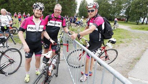 Endelig: Fra venstre Knut Åsen, Finn Hansen og Halvor Aalerud i Follo Sykkelklubb. Åsen har akkurat kommet i mål. FOTO: STIG PERSSON
