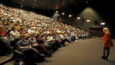 POPULÆR: Berit Nordstrand dro fullt hus i Sal 1 på SF Kino Ski torsdag 5. november 2015. FOTO: STIG PERSSON